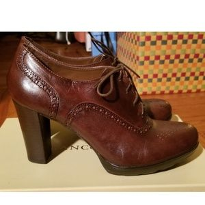 Franco Sarto leather Oxford heels in size 7.5